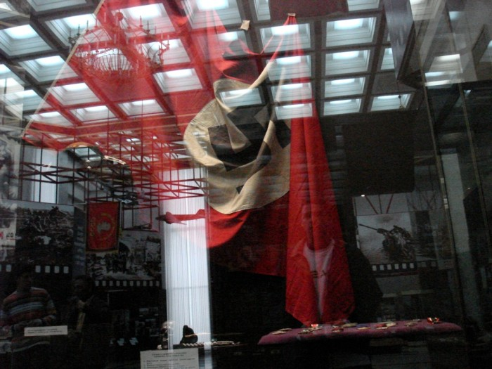 Bandeira nazista capturada durante a Guerra