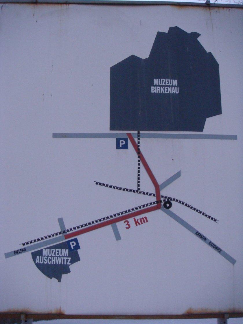 Mapa mostrando a localização e a distância entre os campos de Auschwitz I e Auschwitz II (Birkenau)