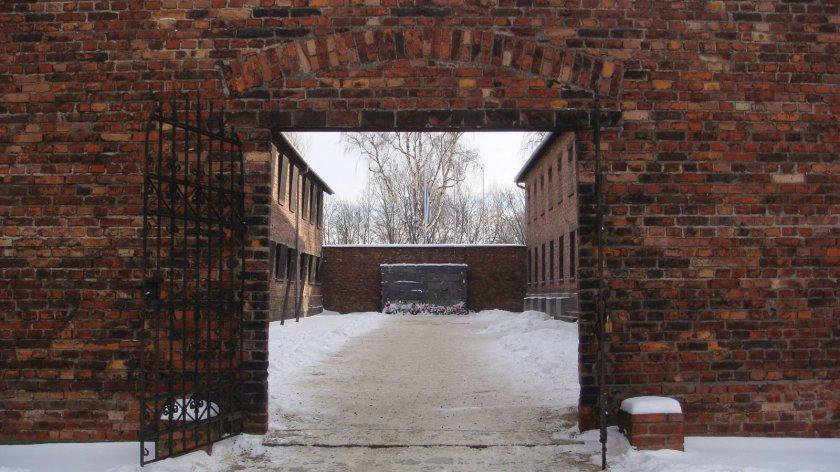 """Área entre os blocos 10 e 11 na qual aqueles presos mais """"importantes"""" eram assassinados individualmente, por fuzilamento"""
