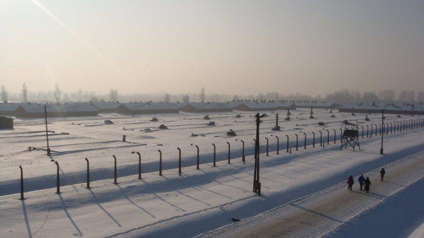 Outro lado do campo de Birkenau. Cada torre corresponde a um galpão no qual ficavam os presos