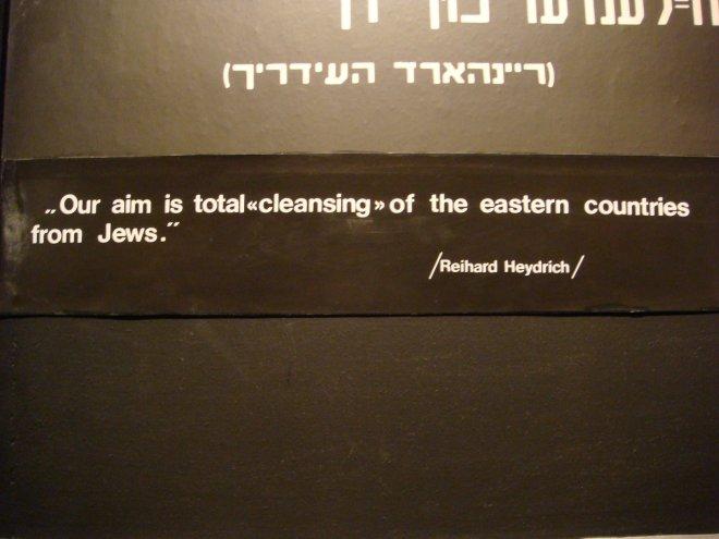 """""""Nosso objetivo é uma 'limpeza' completa dos judeus dos países da Europa oriental."""""""